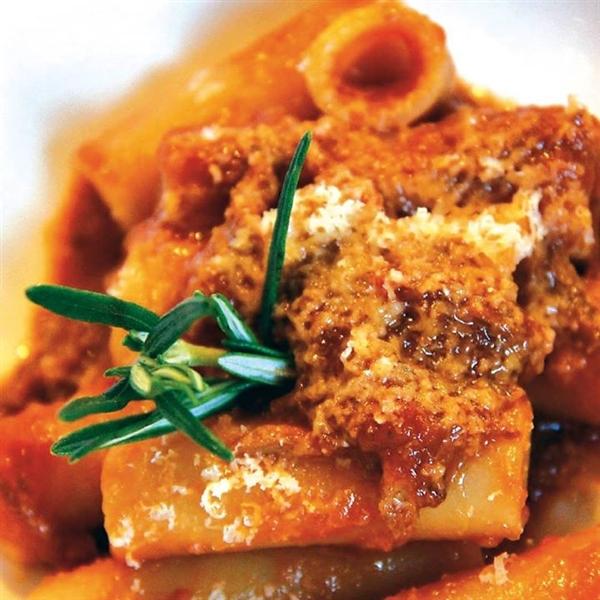 #Ziti e #ragù, a #Napoli è domenica!  #zitiacandela #ragunapoletano #PastaLeonessa #pasta #leonessa #food #napoli #naples #pastificio #artigianale #pastafresca #sapienzanapoletana  www.pastaleonessa.it