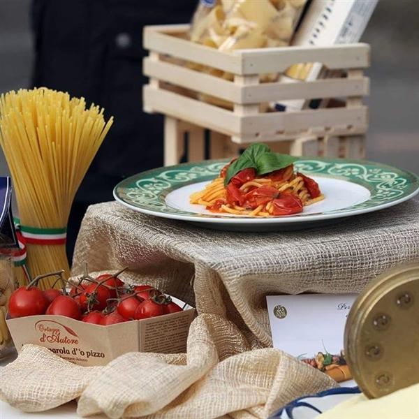 la pasta è #amore... buon #SanValentino da #PastaLeonessa #Spaghetti #Spaghettialpomodoro #pasta #leonessa #food #napoli #naples #pastificio #artigianale #pastafresca #sapienzanapoletana  www.pastaleonessa.it