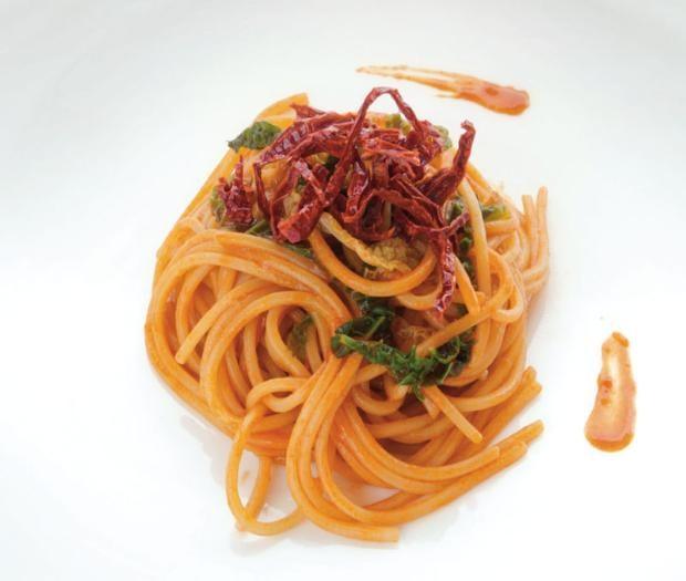 ancora qualche #ricetta per chiudere il 2018 con gusto: ecco lo #Spaghetto quadrato mantecato al peperone di Senise igp in due consistenze, verza e alici, dal mese di dicembre del #CalendarioLeonessa 2014...  #PastaLeonessa #pasta #leonessa #food #napoli #naples #sapienzanapoletana #pastificio #artigianale #pastafresca http://www.pastaleonessa.it/schedaRicetta.aspx?idRicetta=417&pag=8&categoria=&tipologia=&ingredienti=&video=&testoLibero=#prettyPhoto