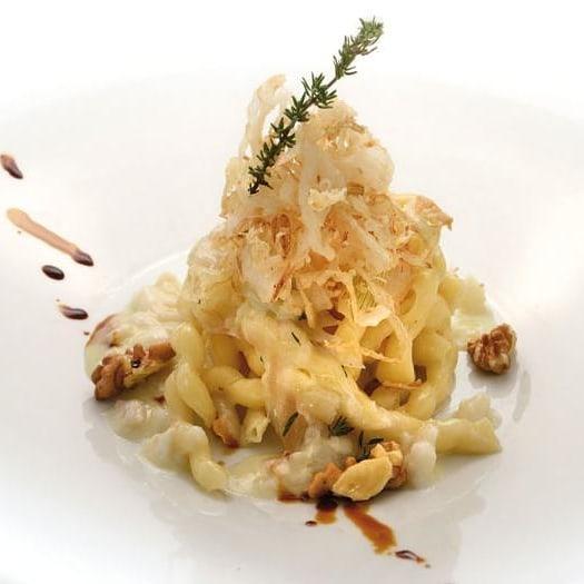 Fusilli Leonessa freschi con Baccalà, cipolla croccante e noci, una #ricetta dal #CalendarioLeonessa 2014, ideale anche in questi giorni di festa...  #buonefeste #PastaLeonessa #pasta #leonessa #food #napoli #naples #sapienzanapoletana #pastificio #artigianale #pastafresca http://www.pastaleonessa.it/schedaRicetta.aspx?idRicetta=416&pag=8&categoria=&tipologia=&ingredienti=&video=&testoLibero=#prettyPhoto