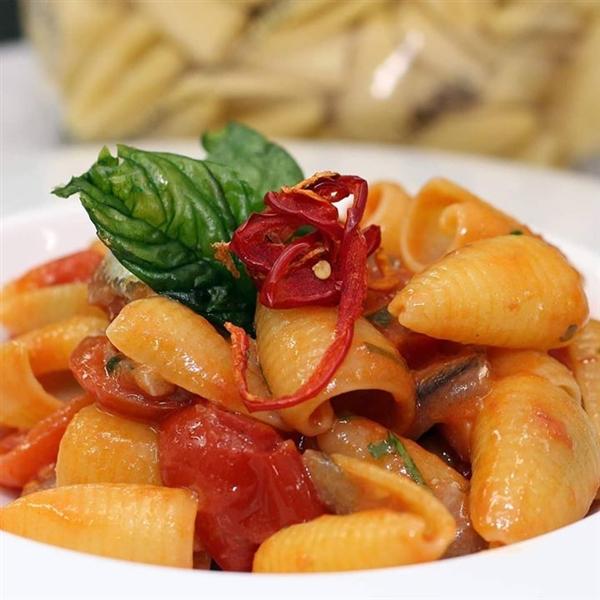 le #Maruzze Leonessa e un buon #pomodoro: #buonappetito!  #PastaLeonessa #pasta #leonessa #food #napoli #naples #pastificio #artigianale #pastafresca #sapienzanapoletana  www.pastaleonessa.it