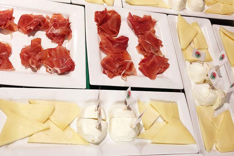 https://www.italiaatavola.net/alimenti/tendenze-e-mercato/2019/4/17/eccellenza-italiana-florida-cibo-vino-tecnica-filosofia/60368/ #America #taste #linguineLeonessa #Florida