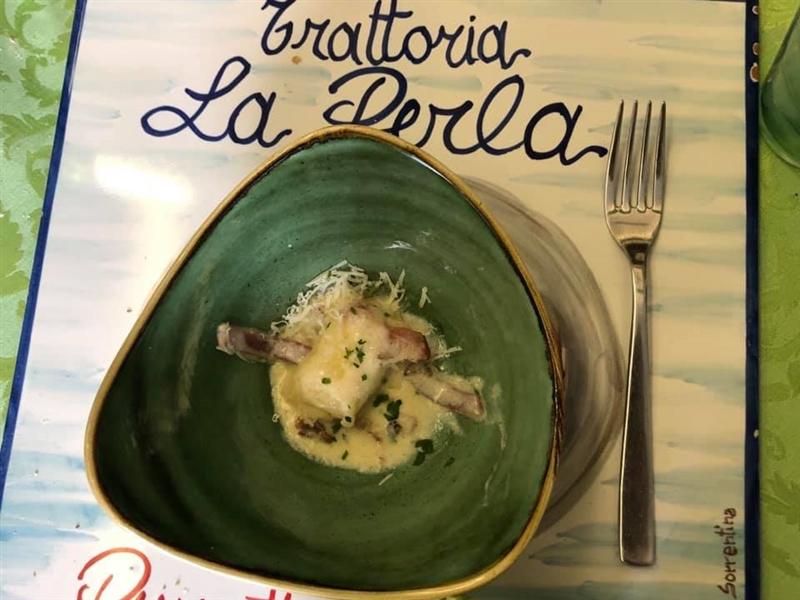"""Indecisi per il pranzo del 1' maggio? Ecco tre ricette di pasta fresca Leonessa proposte da Antonino Gargiulo, patron👨🍳 di La Trattoria """"La Perla"""" su i Colli di Fontanelle (Sant'Agnello - Sorrento Coast) - panciotto ripieno con parmigiana di melanzane; gnocchi ripieni di provola con ragù di carne oppure variante con gorgonzola, speck e noci #SapienzaNapoletana #Tradizione #SaporiDelTerritorio #TypicalFood #PastaFresca #PastaLeonessa #PastaArtgianaleNapoletana"""