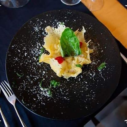 """Pasta mista """"leonessa"""" con patate di avezzano e provola di agerola in cialda di parmigiano reggiano - Chef grassi vincenzo"""