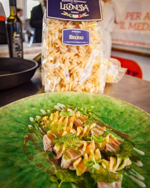 colori, gusto e profumi unici, con i #Riccioli Leonessa cotti in infuso di alghe, sauro marinato al limone, pomodoro e basilico. #ricetta dello chef @iavaronedomenico del @joserestaurant #PastaLeonessa #pasta #leonessa #food #napoli #naples #pastificio #artigianale #pastafresca #riccioliLeonessa #sapienzanapoletana www.pastaleonessa.it