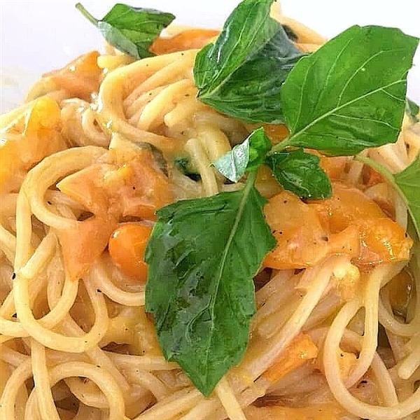 Spaghettoni Leonessa e pomodorini datterini gialli di Cuma, la ricetta di oggi la offre alosclubrestaurant