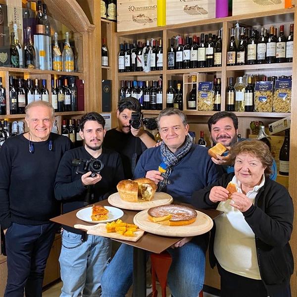 Il team di FoodClub al Pastificio Artigianale Leonessa. Noi siamo pronti per Carnevale e voi? Su FoodClub.it con il giornalista Tommaso Esposito, le ricette della tradizione #SapienzaNapoletana #migliaccio #Tortano #Lasagna #Naples