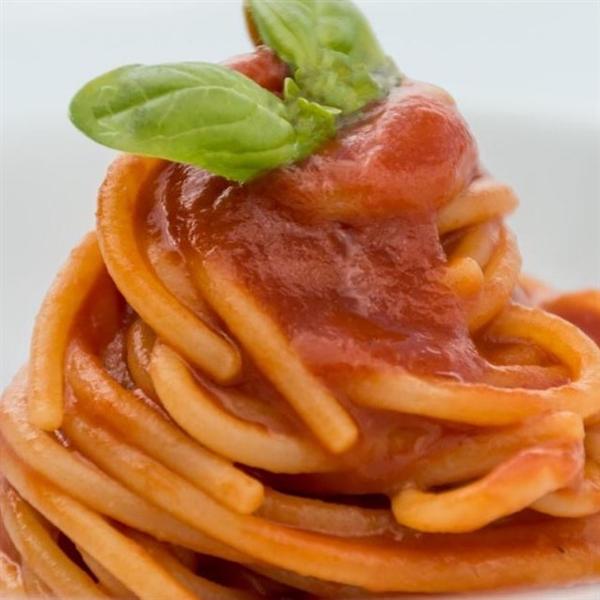 Spaghettone Leonessa con pomodoro San Marzano - chef Nunzio Spagnuolo del ristorante RADA di Positano