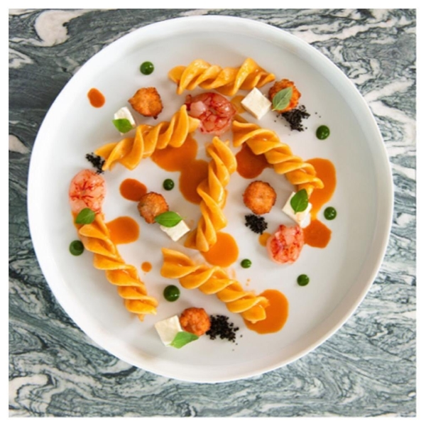 Iniziamo la giornata con la ricetta dello chef stellato Vincenzo Guarino - Riccioli Leonessa con ragù di cotto e crudi di gamberi rossi alla napoletana