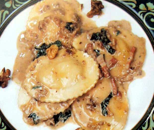 Agnolotti with walnut sauce
