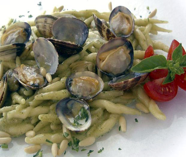 Trofie pasta with pesto and clams