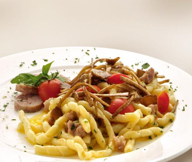 Fusilli casarecci with sausage and mushrooms