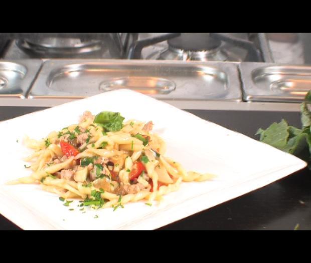 Trofiette con porcini, salsiccia e pomodori