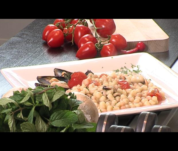 Cazzarelli with mussels, tomatoes and beans