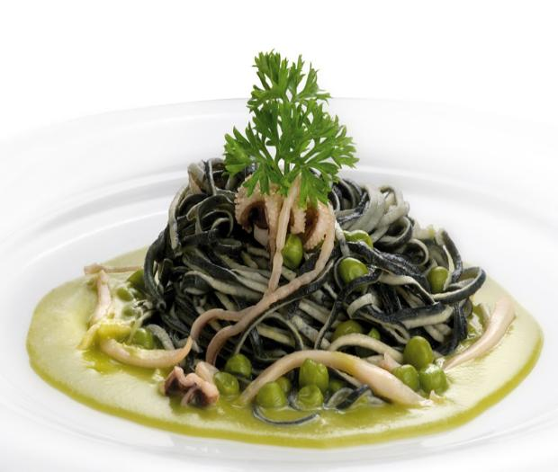 Amorini pasta with cuttlefish and  peas