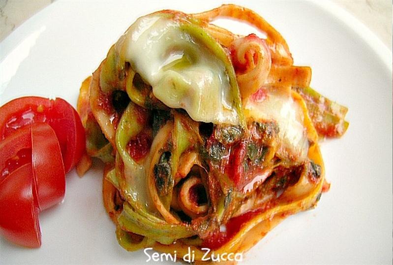 Tagliatelle con sugo di spinaci e mozzarella di bufala