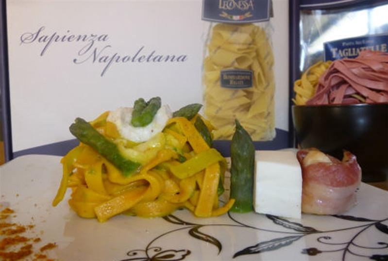Tagliatelle allo zafferano e asparagi, mozzarella di bufala e capesante croccanti
