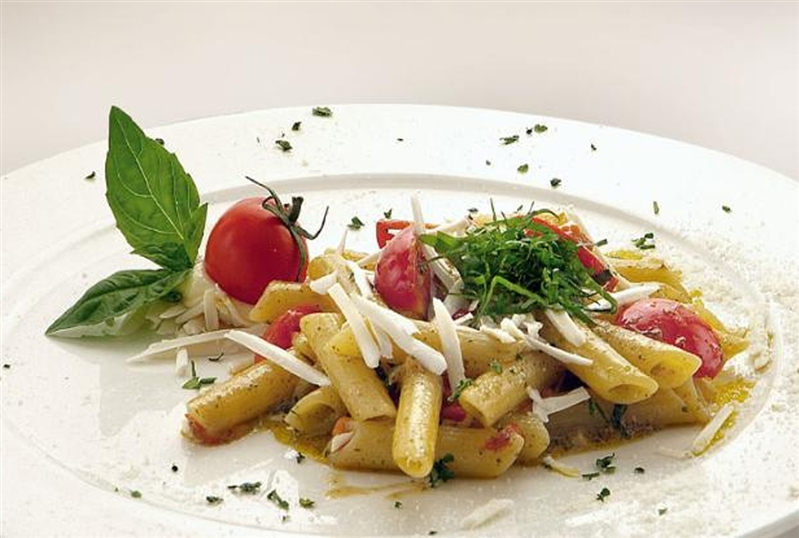 Penne with pesto, cherry tomatoes and cacioricotta