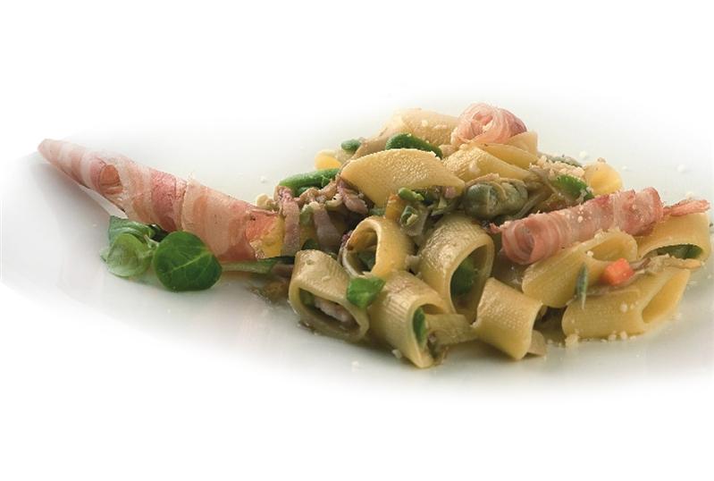 Occhi di Lupo con Favette,Carciofi e Pancetta croccante