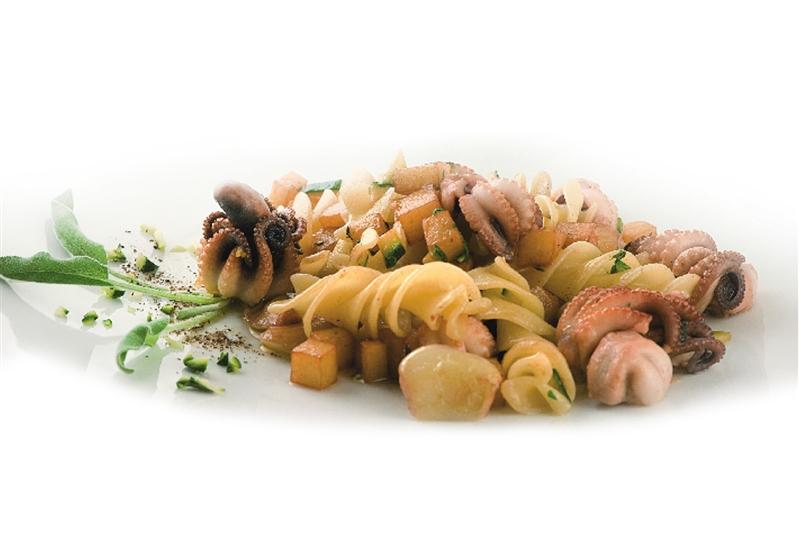 Riccioli con Moscardini, patate, zucchine ed il loro fiore