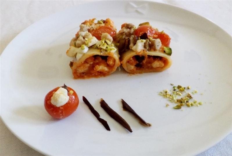Paccheri ripieni con melanzane, pesce spada e mozzarella di bufala campana dop