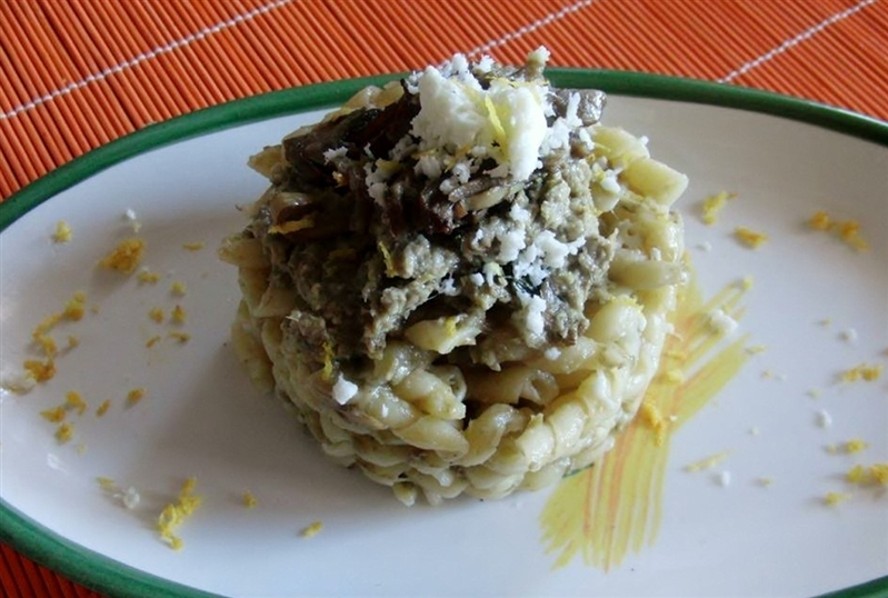 Fusilli napoletani corti with artichokes and buffalo mozzarella dop
