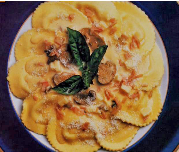 Agnolotti pasta in mornay sauce