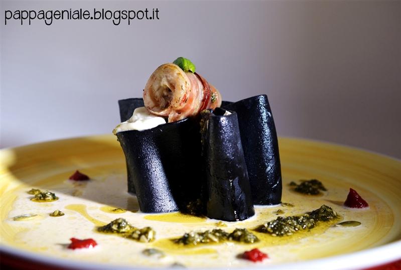 Paccheri al nero di seppia, mozzarella di bufala e involtino di triglia e pancetta