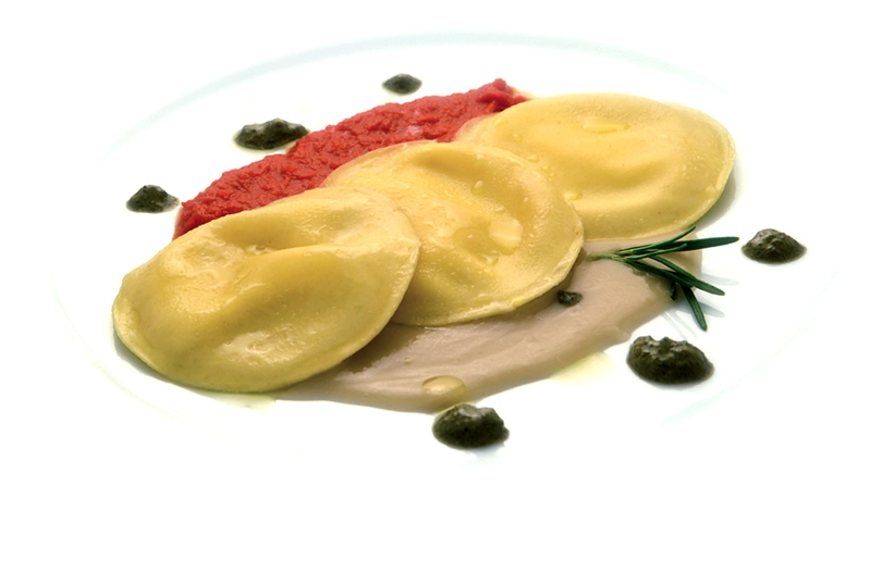 Panciotti con vellutata di fagioli di Controne e crema di pomodorini del piennolo