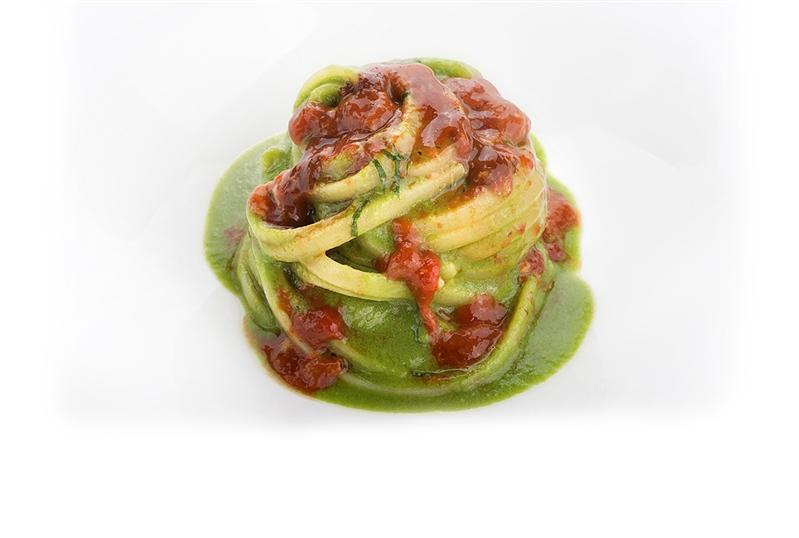 Linguine con estratto di asparagi verdi, menta e ricci di mare
