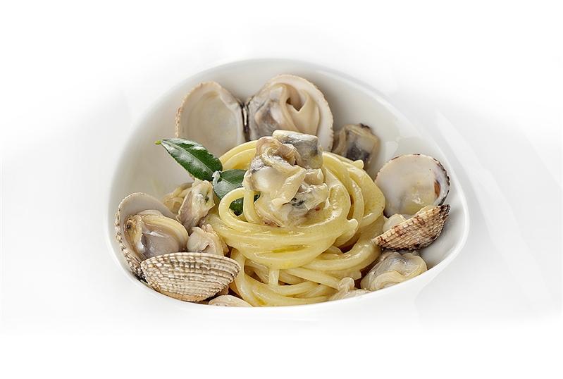 Chitarra, tartufi di mare, bergamotto di Calabria e parmigiano reggiano 36 mesi