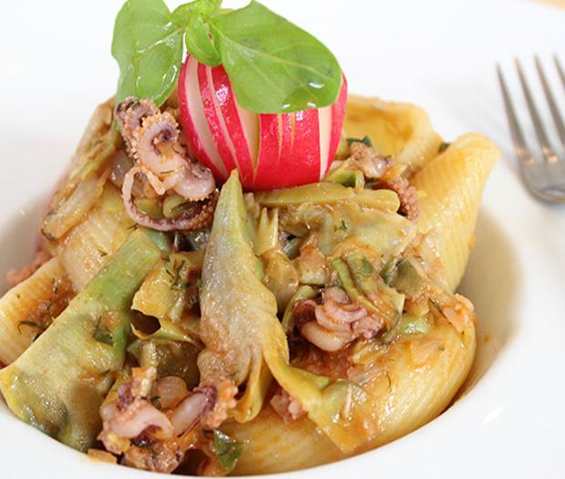 Striped Lumaconi with squid and artichokes