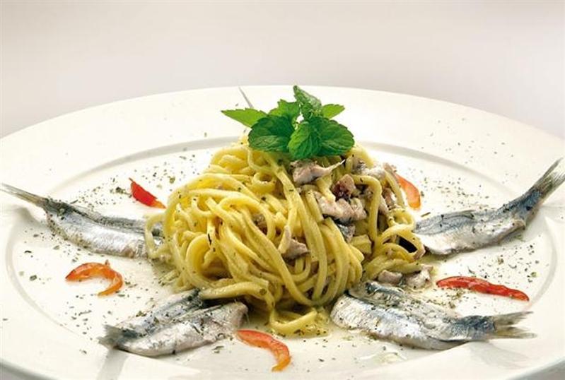 Tagliolini in anchovies and mint guazzetto