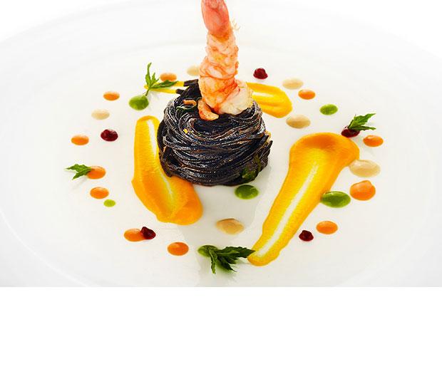 Spaghetto nero con gambero rosso e carote di Ispica allo zenzero