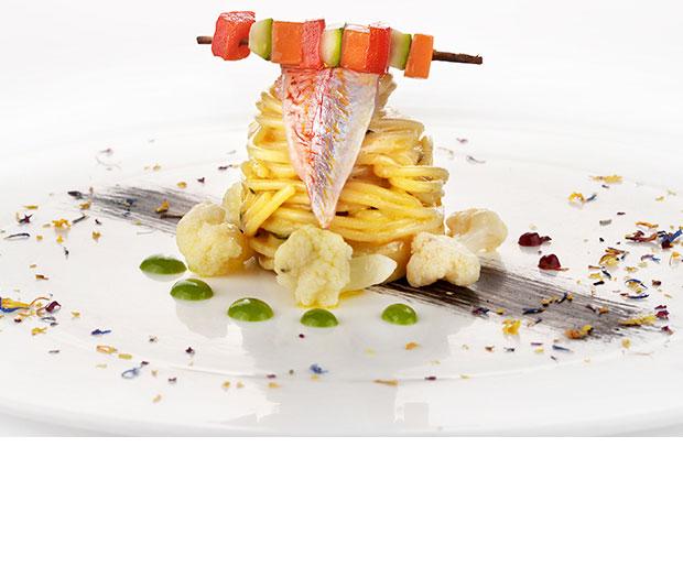 Spaghettoni con triglia, cavolfiore e finocchietto selvatico