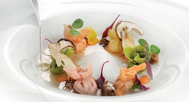 Saccottini di prosciutto, carne e formaggio, con zucca, funghi porcini e il suo consommé
