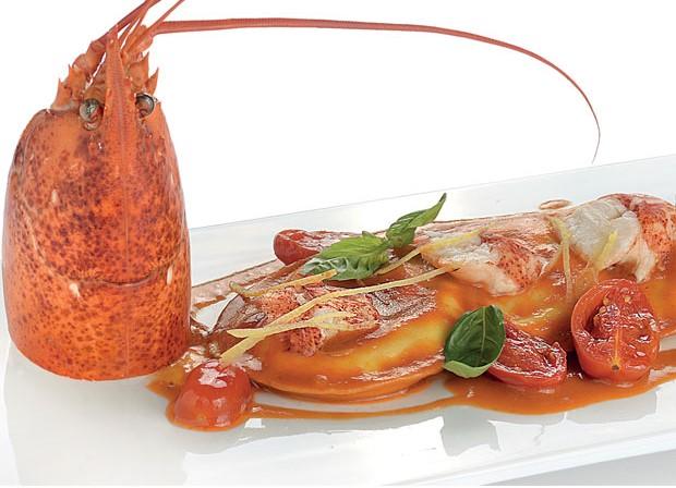 Panciotti al pomodorino, astice, basilico e pesto di limoni