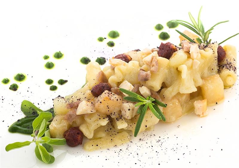 Pasta e patate su vellutata di minestra maritata, finocchietto selvatico e Nduia di Spirlinga