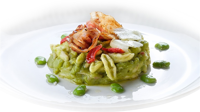 Vallesaccarda Trilli with fava beans, crispy Pancetta and Pecorino Sardo sheets.