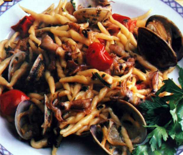 Trofie pasta with puntille and clams