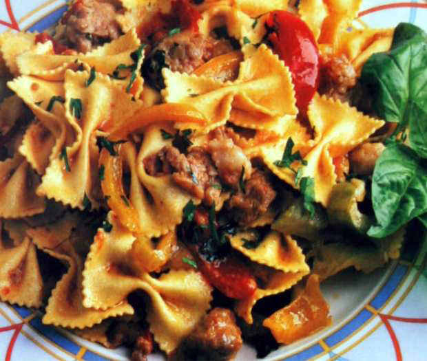Farfalle with sausages and peppers