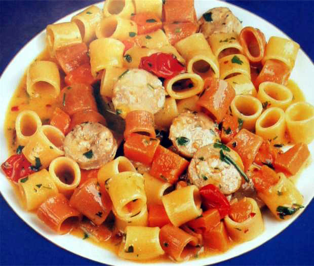 Ditaloni pasta with pumpkin and sausages